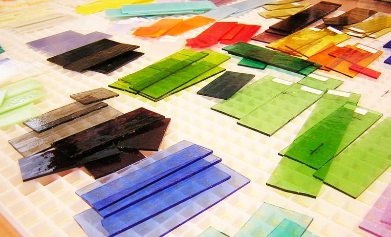 ガラスフュージングではガラスをカットし、電気炉で焼成 ガラス体験・制作工房LECCIA【愛知・名古屋】
