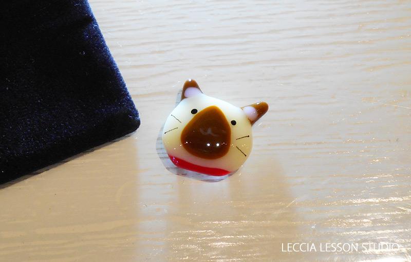 Fumi さん、みるる さん、emia さん ガラスフュージング体験作品 ねこガラス