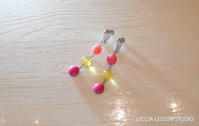 R.A さん、わっちゃん さん ガラスフュージング体験作品 揺れる玉のピアス・イヤリング